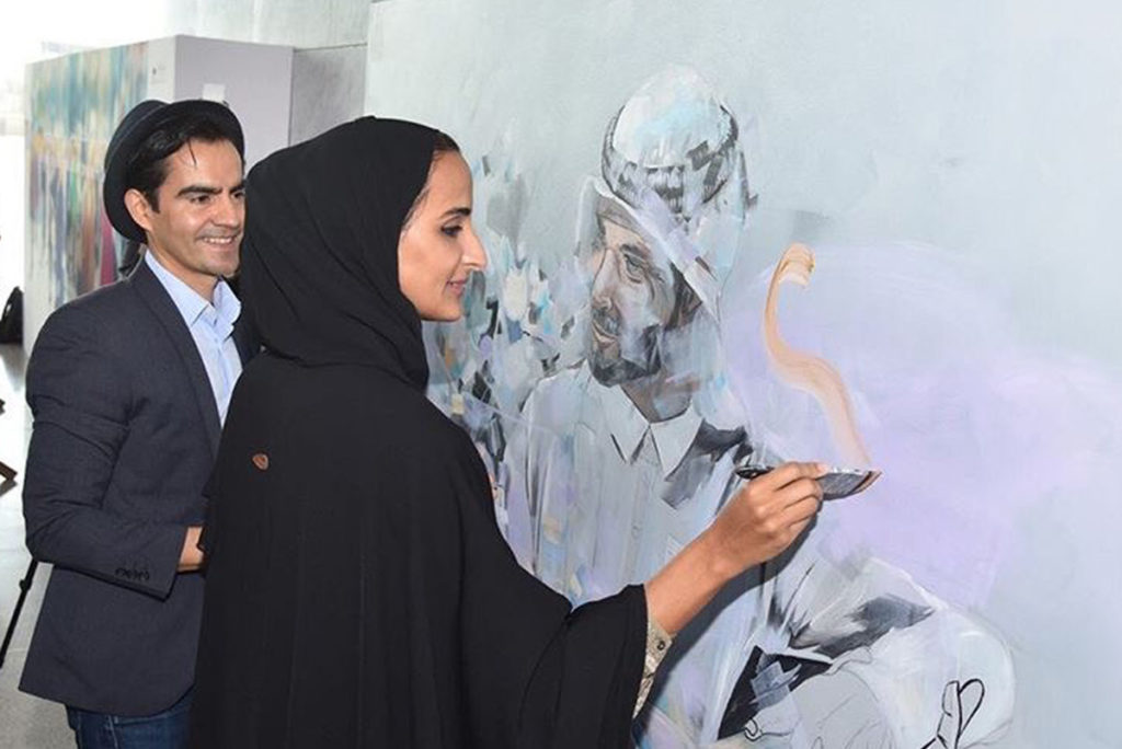 Her Excellency Sheikha Hind addind a brush stroke to the artwork of Dairo Vargas